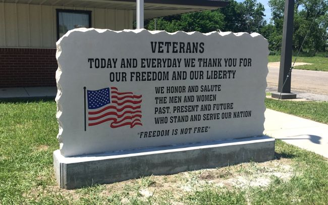 smooth face cottonwood limestone veterans sign